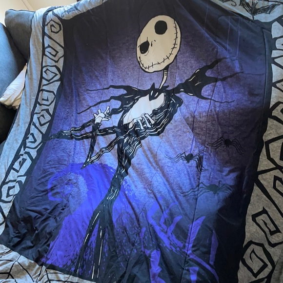 Comforter and 4 pillow cases Jack Skellington